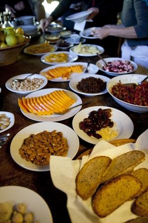 Fruit, daar zit wat in! Fruit eten is goed voor de gezondheid. Daar is (bijna) iedereen het over eens en ik ook. Fruit bevat vezels, vitamine B en C, Bèta-caroteen, kalium, ijzer, magnesium, foliumzuur, flavonoïde, antioxidanten en nog veel meer gezondheidsbevorderende stoffen. Meer fruit eten? In Nederland is de aanbeveling om 2 stuks fruit per…